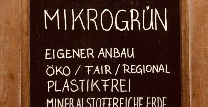 Grün und Gold goldveredeltes Mikrogrün eigener Anbau öko, fair, regional, plastikfrei...